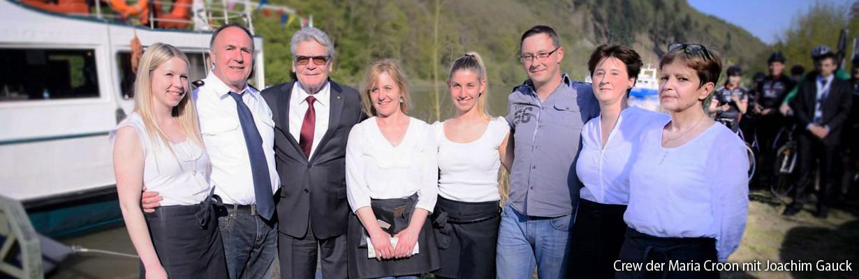 Crew der Maria Croon mit Joachim Gauck